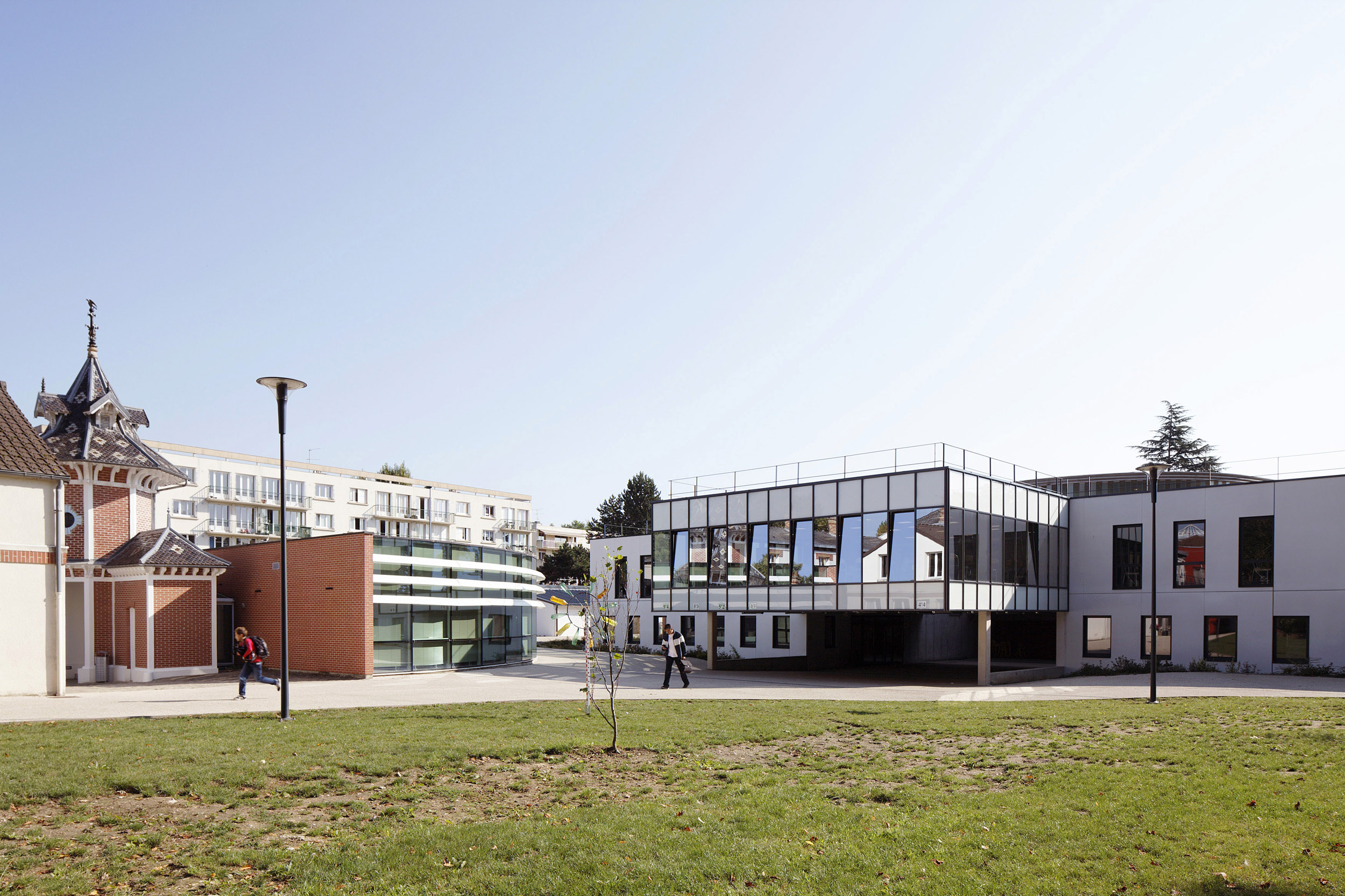 BASALT ARCHITECTURE | COLLEGE BURY MARGENCY | Daniel MOULINET
